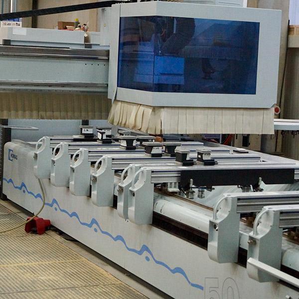 Delafair Tischlerei - Werkhalle: CNC Fräsmaschine